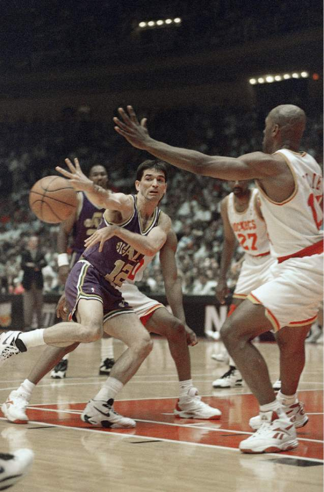 Utah Jazz guard John Stockton passes off as he drives the lane as Houston Rockets' Mario Elie, right, defends during the first half on Wednesday, May 3, 1995, at the summitt in Houston. (AP Photo/Rick Bowmer)