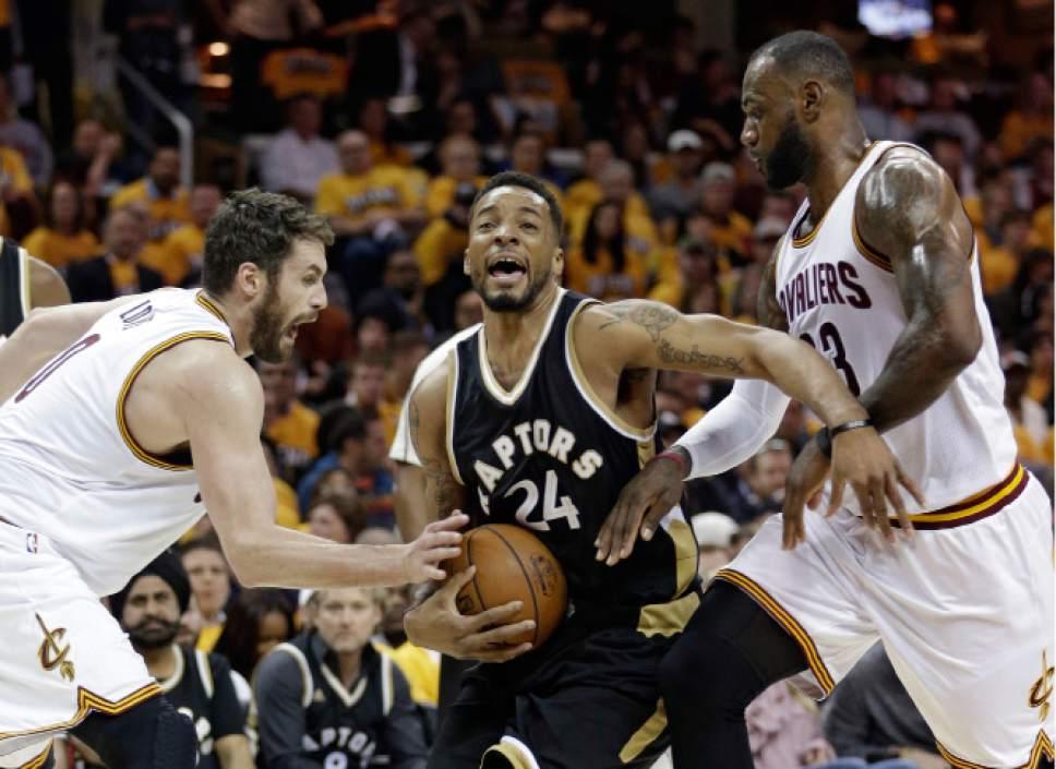 ddd793303 NBA playoffs  LeBron scores 39