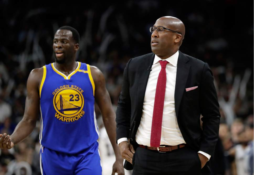 Golden State Warriors' Draymond Green (23) and assistant coach Mike Brown, right, watch play against the San Antonio Spurs during the second half in Game 4 of the NBA basketball Western Conference finals, Monday, May 22, 2017, in San Antonio. (AP Photo/Eric Gay)