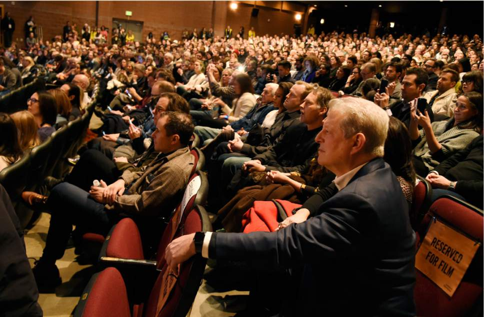 """Chris Pizzello  
