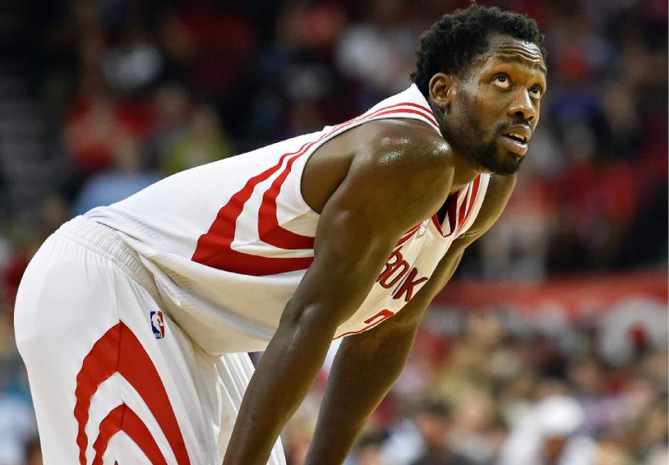 Houston Rockets guard Patrick Beverley looks up at the scoreboard in the first half of an NBA basketball game against the Utah Jazz, Wednesday, March 8, 2017, in Houston. (AP Photo/Eric Christian Smith)