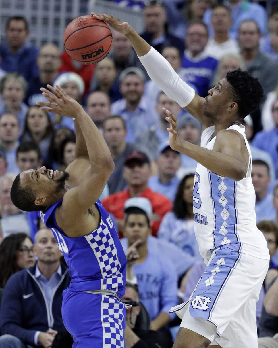 North Carolina's Tony Bradley, right, blocks Kentucky's Isaiah Briscoe during the first half of an NCAA college basketball game Saturday, Dec. 17, 2016, in Las Vegas. (AP Photo/John Locher)