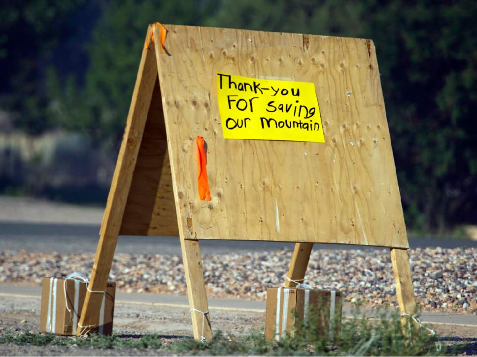 A sign thanking fire fighters in Parowan, Utah, near the road block to the road to Brian Head, Thursday, June 22, 2017.(Rick Egan/The Salt Lake Tribune via AP)