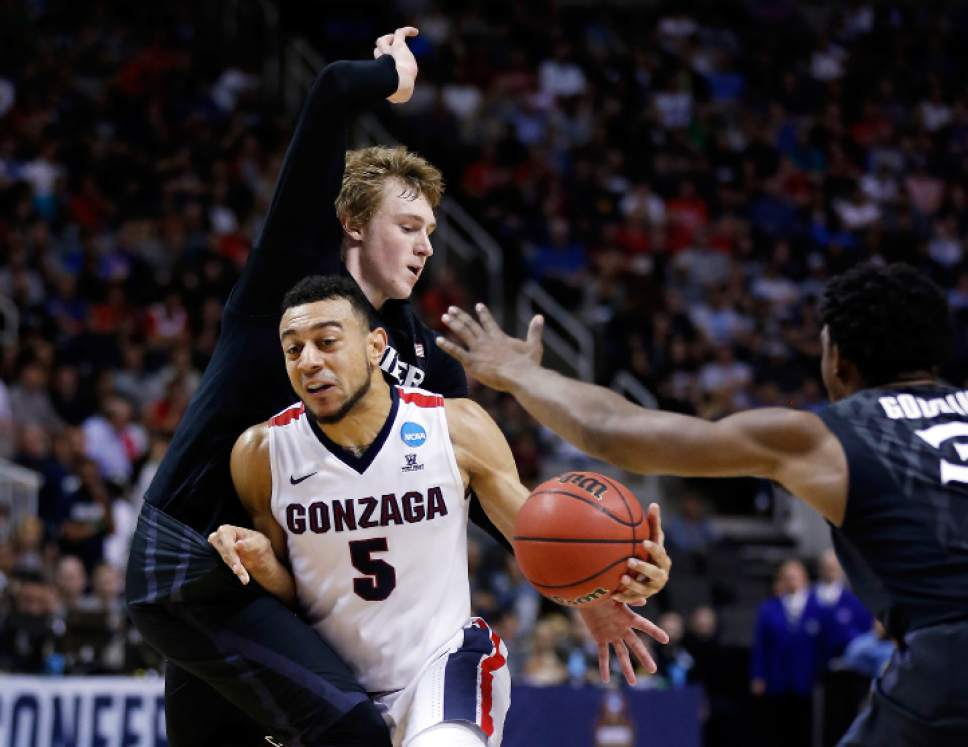 Tony Avelar  |  The Associated Press Gonzaga guard Nigel Williams-Goss (5) dribbles between Xavier guard J.P. Macura, left, and Quentin Goodin during the first half of an NCAA Tournament college basketball regional final game Saturday in San Jose, Calif.