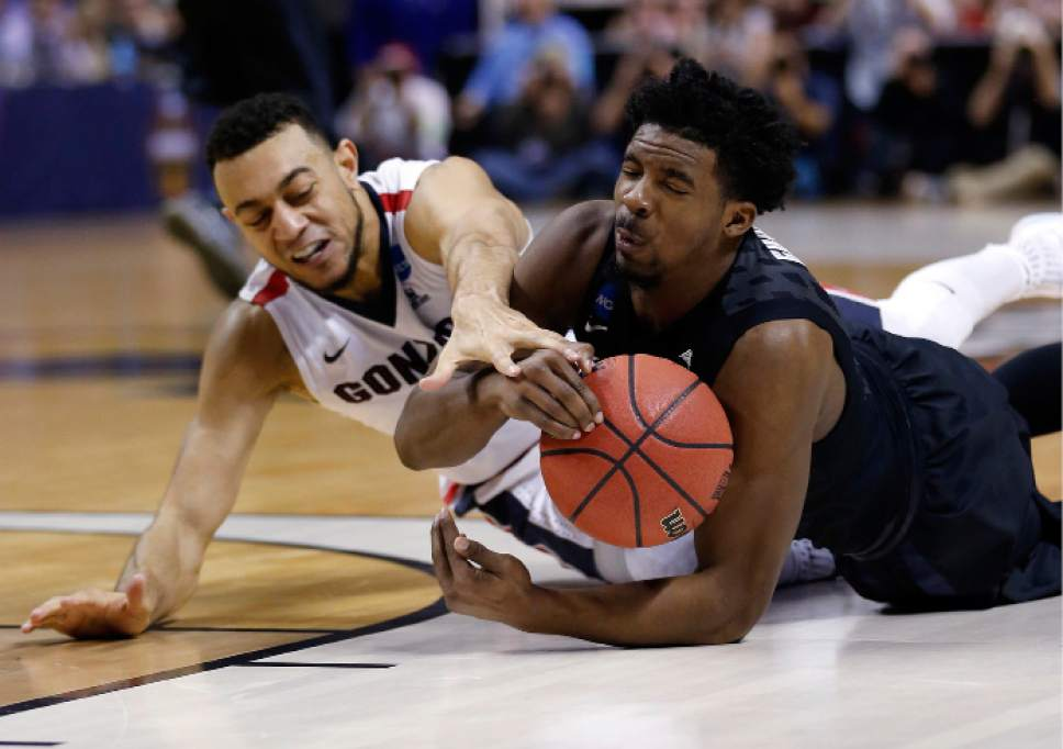 Xavier guard Quentin Goodin, right, grabs a loose ball next to Gonzaga guard Nigel Williams-Goss during the first half of an NCAA Tournament college basketball regional final game Saturday, March 25, 2017, in San Jose, Calif. (AP Photo/Tony Avelar)