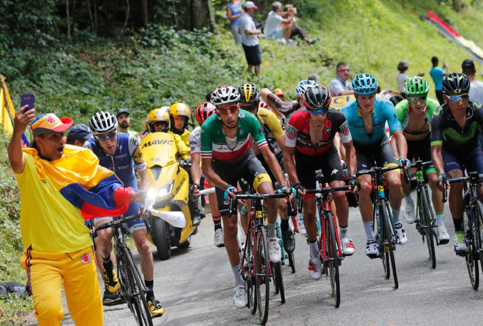Tour de France: Froome denies barging into rival Aru