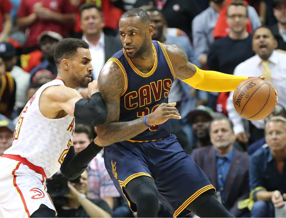 Atlanta Hawks Thabo Sefolosha, left, defends against Cleveland Cavaliers LeBron James during the second period in Game 3 of a second-round NBA basketball playoff series Friday, May 6, 2016, in Atlanta. (Curtis Compton/Atlanta Journal-Constitution via AP)