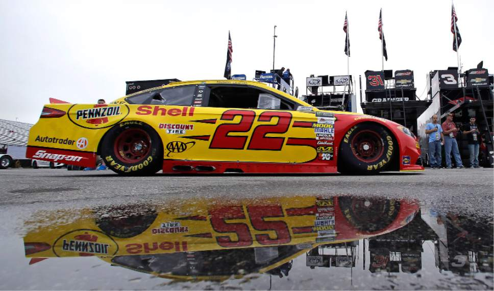 No 1 with fans logano aims for top spot at new hampshire for Speedway motors lake charles