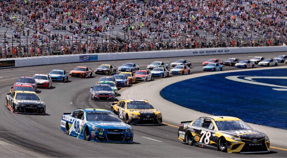 Denny hamlin wins nascar race at new hampshire ends jgr 39 s for Speedway motors lake charles