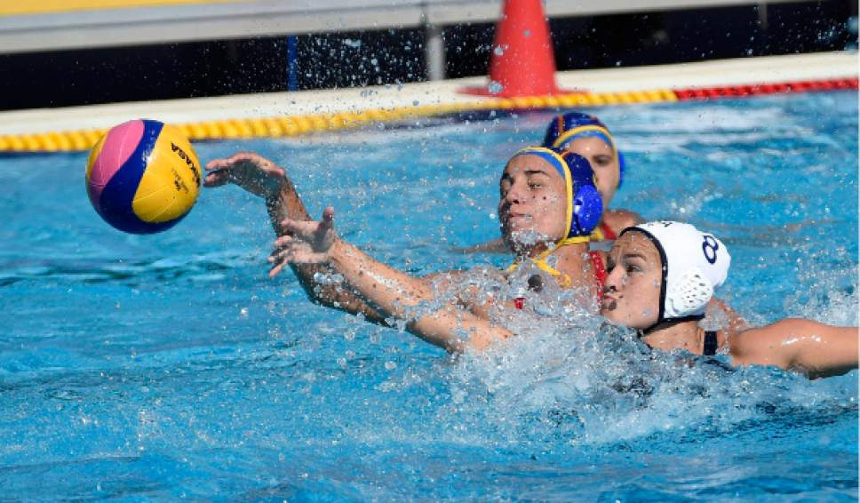 Anna Espar Llaquet, left, of Spain and US Kiley Neushul in action during their women's water polo Group B second round match USA vs Spain of the 17th FINA Swimming World Championships in Hajos Alfred National Swimming Pool in Budapest, Hungary, Tuesday, July 18, 2017. (Balazs Czagany/MTI via AP)