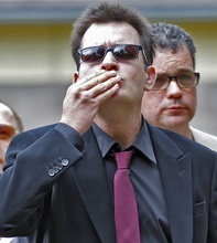 Charlie Sheen blows a kiss  as he arrives at the Pitkin County Courthouse in Aspen, Colo., on Monday, Aug. 2, 2010, for a hearing in his domestic abuse case. (AP Photo/Ed Andrieski