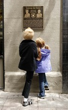 Trent Nelson  |  The Salt Lake Tribune Jackson Del Quadro, left, and Kylee Snow, great-great-grandchildren of slain Salt Lake City police officer Brigham Honey, look at a new plaque honoring two officers who were killed in the line of duty in 1924.