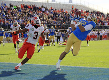 UCLA wide receiver Taylor Embree (82) makes a 16-yard touchdown reception next to Illinois defensive back Tavon Wilson (3) during the first half of the Fight Hunger Bowl NCAA college football game in San Francisco, Saturday, Dec. 31, 2011. (AP Photo/Marcio Jose Sanchez)