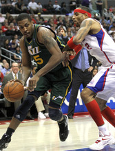 Utah Jazz's forward Derrick Favors, left, drives against Los Angeles Clippers' forward Kenyon Martin during the first half of a NBA basketball game in Los Angeles, Saturday, March 31, 2012.  (AP Photo/Ringo H.W. Chiu)