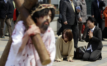 A South Korean Christian devotees reenact Jesus' path to his crucifixion during a performance for the Easter in Seoul, South Korea, Sunday, April 8, 2012. Easter Sunday caps a week of holidays that commemorate the crucifixion and return to life of Jesus.  (AP Photo/Lee Jin-man)