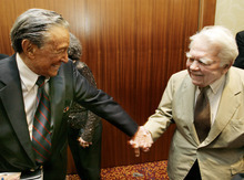 This May 12, 2007 photo released by CN8 cable network, CBS' 60 Minutes' Mike Wallace, left, greets colleague Andy Rooney during a reception at the 30th annual Boston/New England Emmy Awards in Boston. Wallace, famed for his tough interviews on