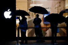 (AP Photo/The Commercial Appeal, Kyle Kurlick) Of the 48 analysts who cover Apple, eight have a