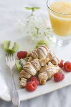 With a few carefully chosen ingredients, you can prepare delicious impossible-to-mess-up freshly baked pastries, even with the