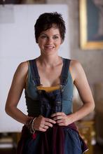 Anna Faris portrays Zoey in a scene from