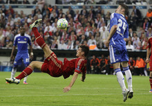 Bayern's Mario Gomez, left, attempts an overhead kick past Chelsea's Gary Cahill during the Champions League final soccer match between Bayern Munich and Chelsea in Munich, Germany Saturday May 19, 2012. (AP Photo/Frank Augstein)