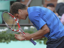 USA's Ryan Harrison reacts as he plays France's Gilles Simon during their first round match in the French Open tennis tournament at the Roland Garros stadium in Paris, Monday, May, 28, 2012.  (AP Photo/David Vincent)