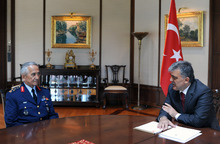 In this photo released by the Turkish Presidency Press Office, Turkish President Abdullah Gul, right, meets with Gen. Mehmet  Erten, Commander of the Turkish Air Force, in Istanbul Turkey, Monday, June 25, 2012. Upon Turkey's request, NATO will hold a meeting Tuesday in Brussels over article 4 of its charter concerning Friday's incident, when a Turkish warplane was shot down by Syria. (AP Photo/Mustafa Oztartan, Turkish Presidency Press Office, HO)