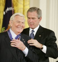 Actor Andy Samuel Griffith receives the Freedom Award from President George W. Bush at the White House in November 2005.  (Getty Images: Douglas A. Sonders)