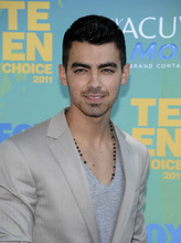 Joe Jonas arrives at the Teen Choice Awards on Sunday, Aug. 7, 2011 in Universal City, Calif. (AP Photo/Dan Steinberg)