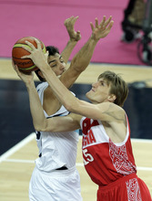 Russia's Andrei Kirilenko, right, puts up a shot against Argentina's Carlos Delfino during the men's bronze medal basketball game at the 2012 Summer Olympics, Sunday, Aug. 12, 2012, in London. (AP Photo/Matt Slocum)
