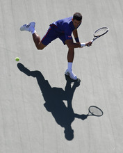 Serbia's Novak Djokovic returns a shot to Britain's Andy Murray during the championship match at the 2012 US Open tennis tournament, Monday, Sept. 10, 2012, in New York. (AP Photo/Julio Cortez)