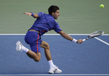 Serbia's Novak Djokovic returns a shot to Britain's Andy Murray during the championship match at the 2012 US Open tennis tournament, Monday, Sept. 10, 2012, in New York. (AP Photo/Kathy Willens)