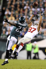 Michael Perez | The Associated Press Giants  receiver Domenik Hixon, right, makes a catch against Philadelphia's Dominique Rodgers-Cromartie during the first half.
