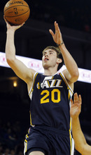 Utah Jazz's Gordon Hayward shoots during the first half of a preseason NBA basketball game against the Golden State Warriors in Oakland, Calif., Monday, Oct. 8, 2012. (AP Photo/George Nikitin)