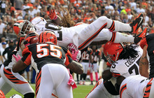 Cleveland Browns running back Montario Hardesty (20) leaps for a 1-yard touchdown against the Cincinnati Bengals in the fourth quarter of an NFL football game Sunday, Oct. 14, 2012, in Cleveland. (AP Photo/Tony Dejak)