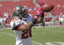 Tampa Bay Buccaneers free safety Ronde Barber works on a defensive drill prior to an NFL football game against the Kansas City Chiefs, Sunday, Oct. 14, 2012, in Tampa, Fla. (AP Photo/John Raoux)