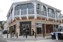 Dunkin' Donuts Store Opens in The Bahamas.  (PRNewsFoto/Dunkin' Donuts)