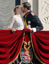 Luxembourg's Prince Guillaume and Countess Stephanie kiss on the balcony of the Royal Palace, with part of the Luxembourg coat of arms seen below, after their wedding in Luxembourg, Saturday, Oct. 20, 2012. (AP Photo/Michael Probst)