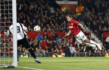 Manchester United's Javier Hernandez, right, heads the ball past SC Braga's goalkeeper Beto to score during their Champions League Group H soccer match at Old Trafford in Manchester, England, Tuesday Oct. 23, 2012. (AP Photo/Jon Super)